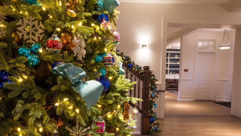 Christmas Tree With Ornaments - Lodge at the Presidio